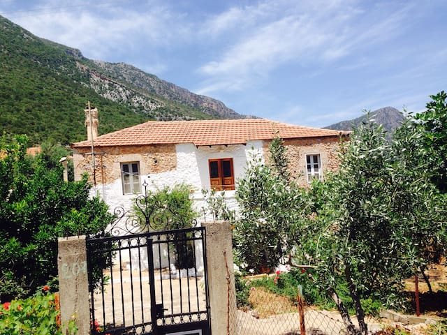 Old traditional house(rent monthly) - Poulithra - House