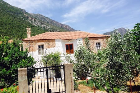 Old traditional house(rent monthly) - Poulithra