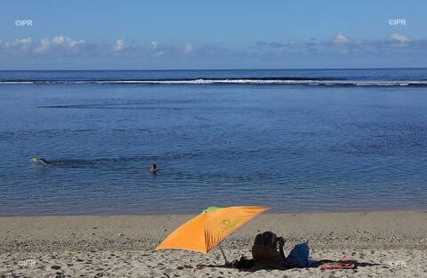Idéalement situé à St Pierre (plage, marché...)