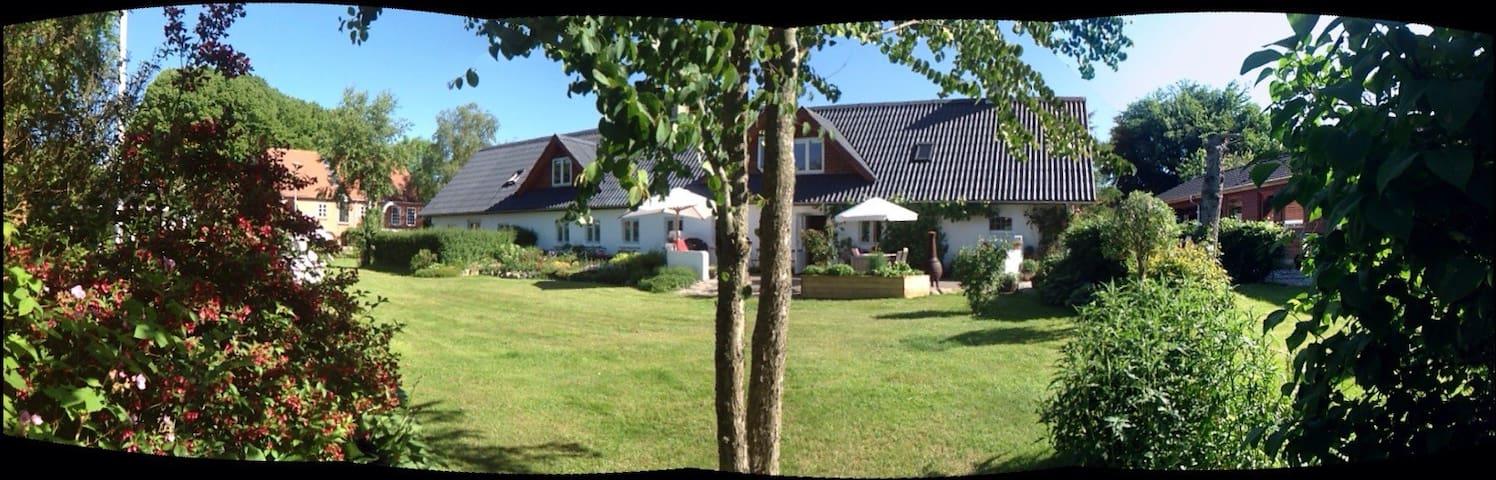 100 m2 skøn bolig i 2 plan - Løvel - Ev