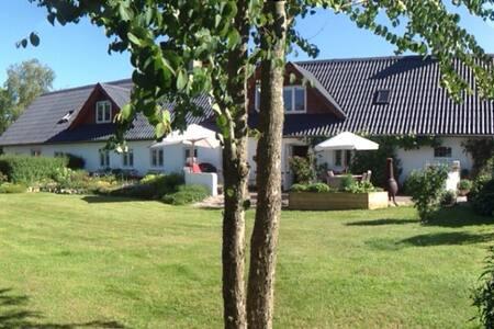 100 m2 skøn bolig i 2 plan - Løvel