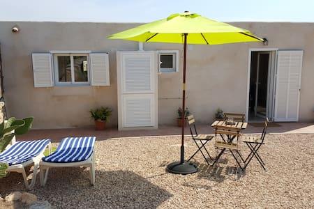 Casa Bonita muy tranquila a 5' playa. Te gustará. - Formentera