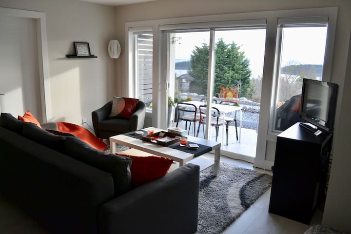 Modern, Ocean View, 2-Bedroom Suite - Sechelt, BC.