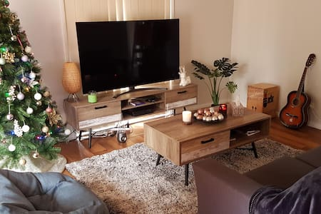 Cosy Suburban Home , Double Bed, Free Tea & Coffee
