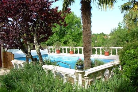 Grande maison avec piscine - Castelnau-Montratier