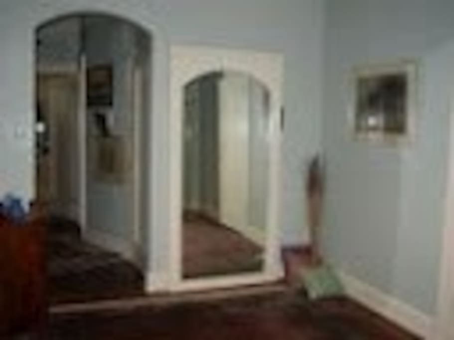 Foyer w Yoga MIrror
