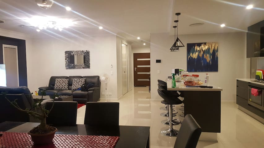 LUXURIOUS COZY PRIVATE ROOM - North Lakes  - Huis