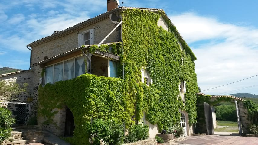 Belle maison dans village classé - Alba-la-Romaine - Casa