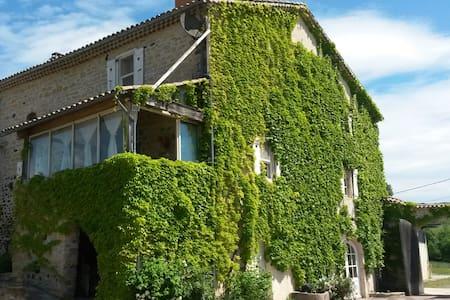 Belle maison dans village classé - Alba-la-Romaine