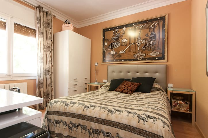 Relaxing and charming room for twoD - Barcelona - Bed & Breakfast
