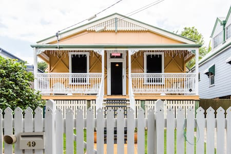 2 Bed Cottage close to Brisbane CBD - Wooloowin