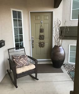 Clean, comfortable and quiet caldesac Home