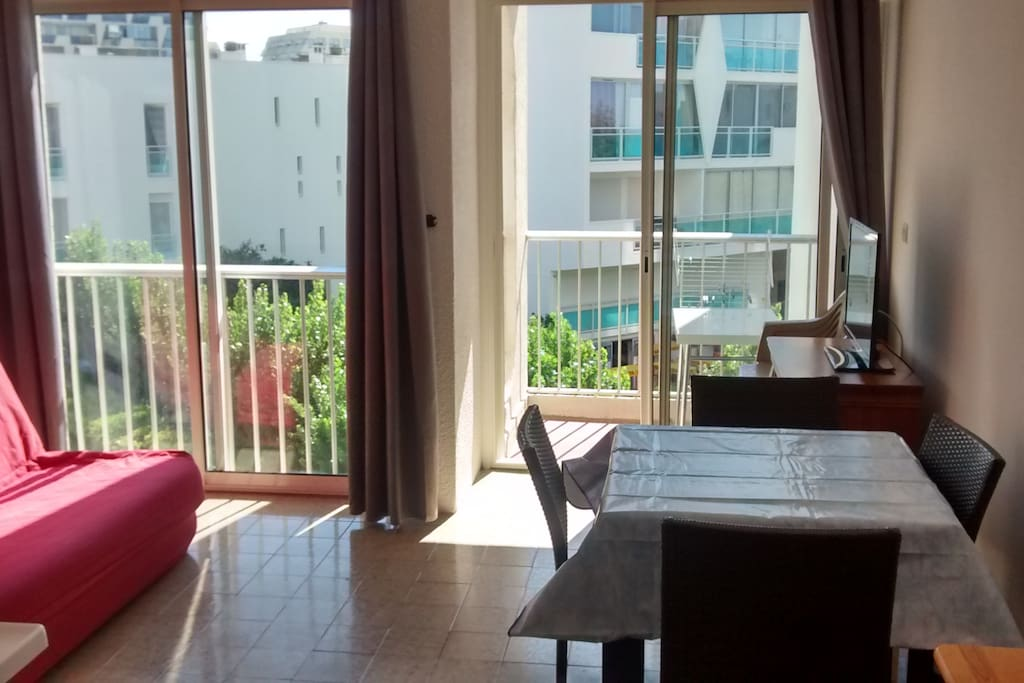 Location studio la grande motte apartments for rent in for Salon de coiffure la grande motte