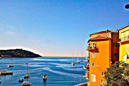 Delizioso appartamento sul mare
