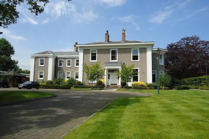 LUXURY MANOR HOUSE APARTMENT, DIDSBURY, MANCHESTER