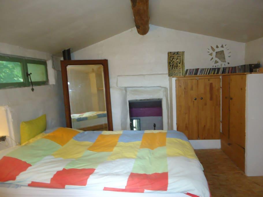 chambre à l'étage, vue sur le Luberon