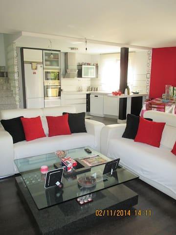 DÚPLEX MODERNO-PARQUE WARNER - Pinto - House
