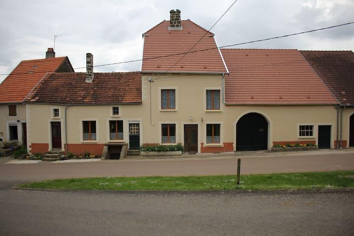 landelijke vakantieboerderij - Rougeux - House