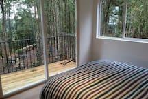 vista dormitorio con balcón