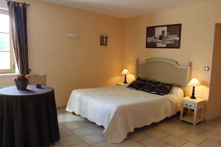DUNIERE chambre d'hôte, piscine, Ardèche