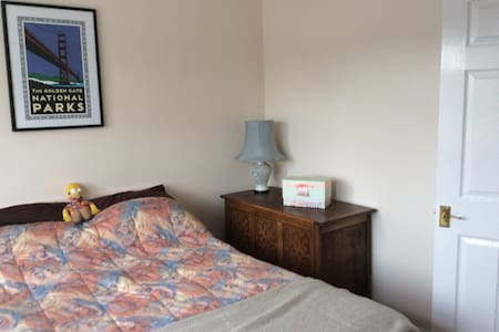 Double room in house - High wycombe - Huis