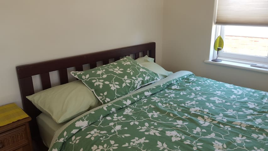 Bright Room in Charming Villa - East Fremantle - วิลล่า