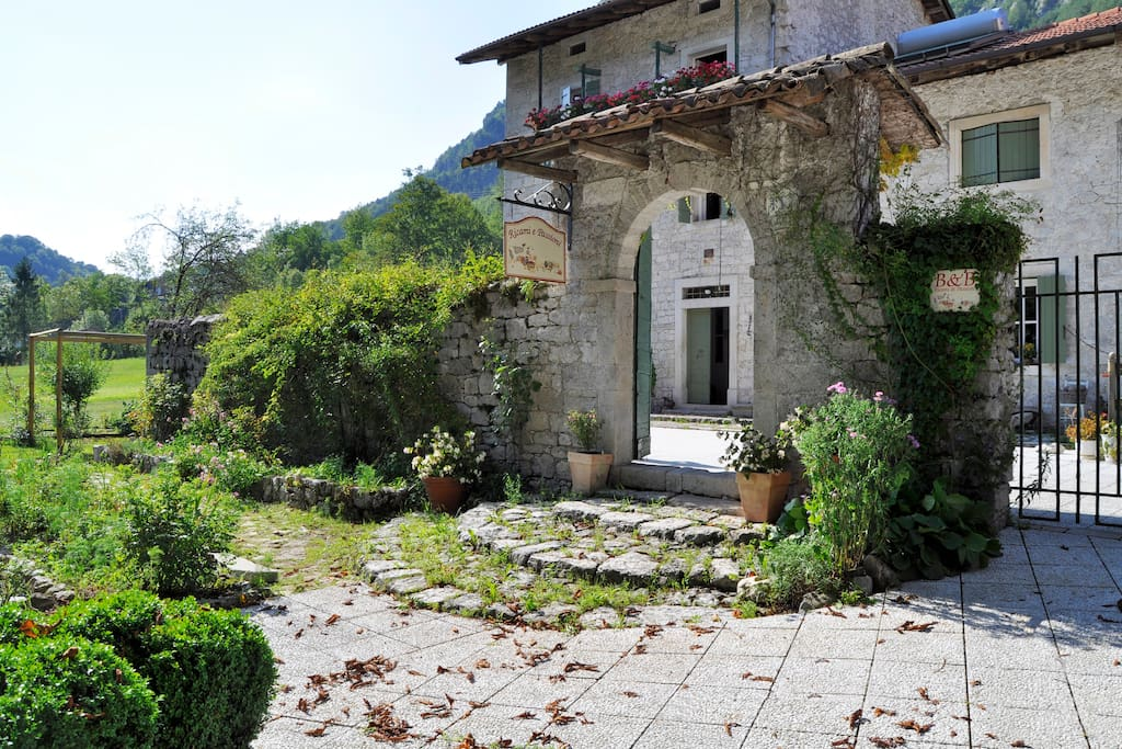 Room in amazing old house houses for rent in tramonti di for Amazing big houses