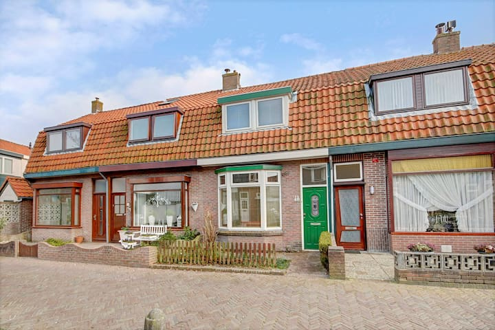 Cosy holiday home near center - Den Helder - House