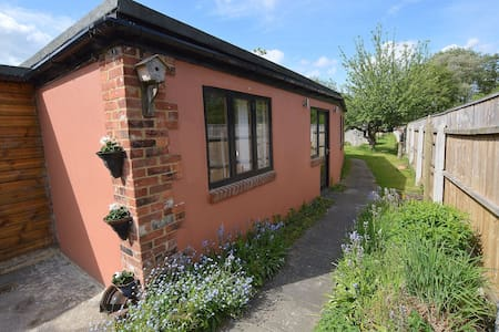 Garden Lodge in Historic Market Town of Ringwood - Ringwood - Wohnung