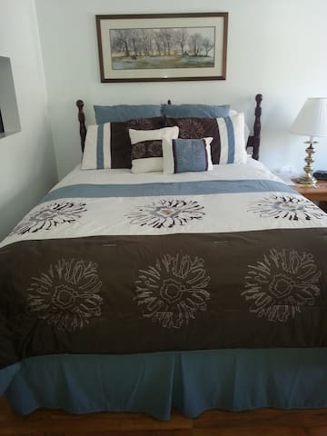 Great room available by the night! - Hammondsport - Byt