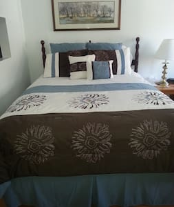 Great room available by the night! - Hammondsport
