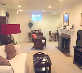 Beautiful 1bdr apt, quiet street, walk to metro - Bethesda - Apartment