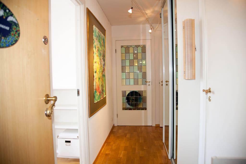 2/12: Entrance with wardrobe.