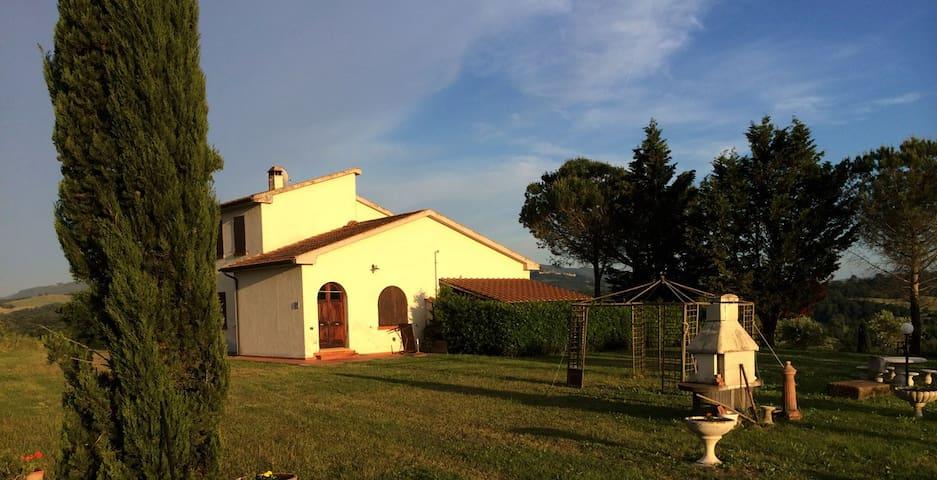 Casa dell'Angelo. Mezza bifamiliare - Montecatini Val di Cecina - Byt