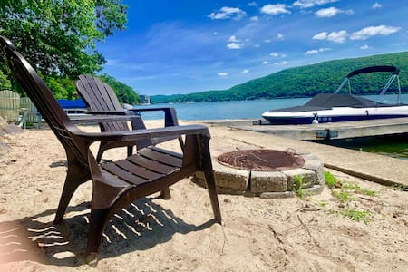 The Woodland Lakehouse under an hour from NYC !