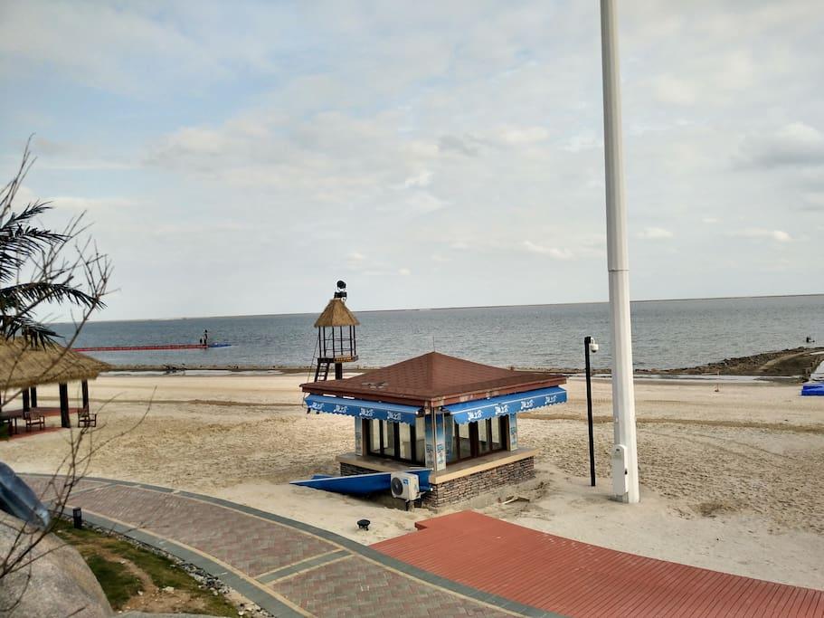 小区临海景色。
