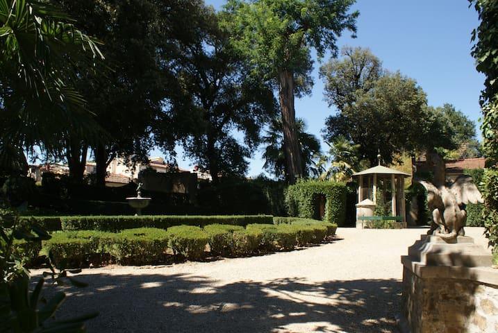 Annalena secret garden hideaway