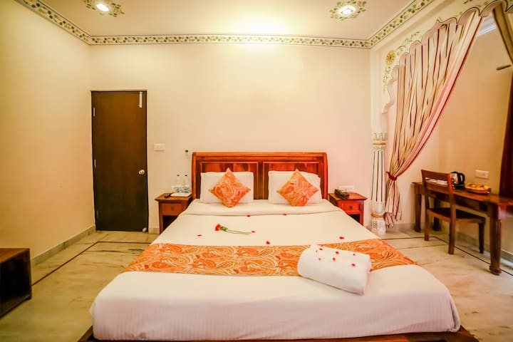Enjoyable Family Stay in the Lake city - Udaipur