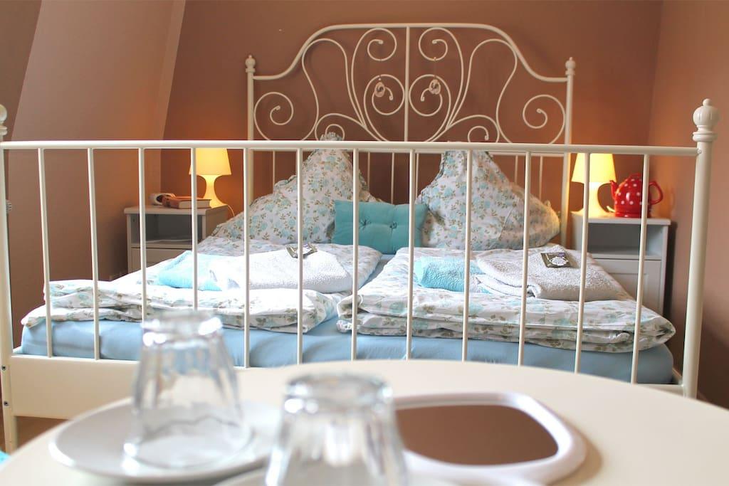 Großes Zimmer - Bett