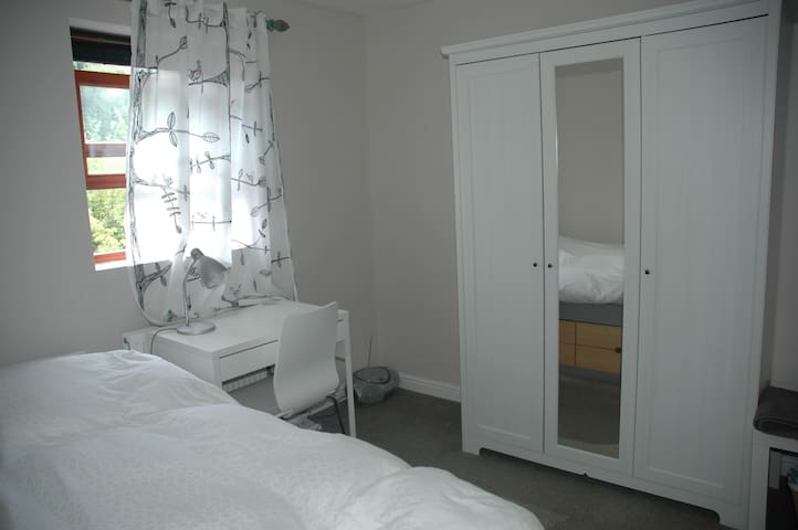 Bright single room -Egyptian cotton - Oxford - Hus