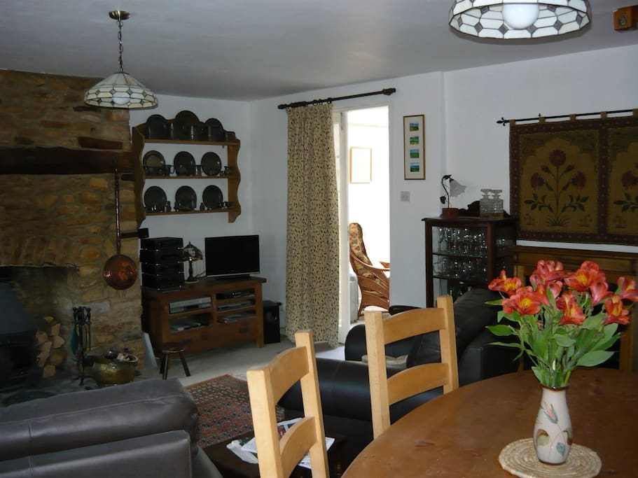 Cotswold cottage in town centre bed and breakfasts for for Kitchens chipping norton