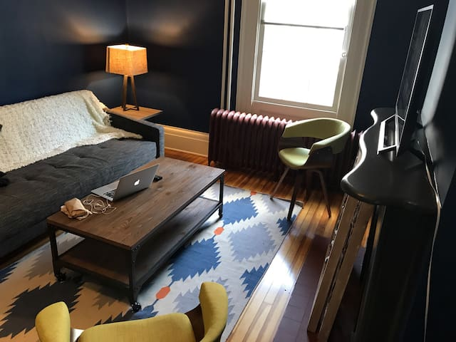 Cozy Guest Suite in Historic Hudson Home