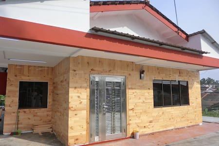 Mutiara Homestay*适合庆生、婚庆、聚会等活动 - Ulu Tiram - House