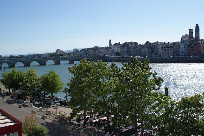 Le phare du bord de Saône