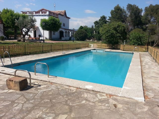 Holiday House huge Garden & Pool - Santa Eulàlia de Ronçana - บ้าน