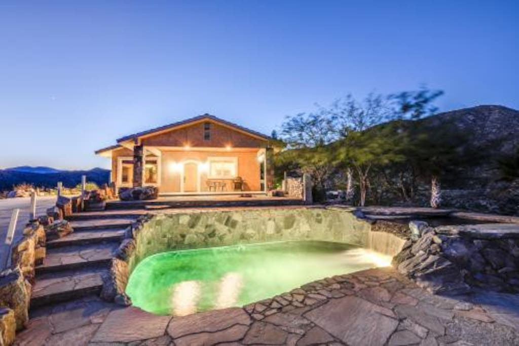 Escape to this Hilltop home with a magnificent 360 degree view and enjoy a nice soak in the Infinity hot pool with a waterfall into the private pool / not shared