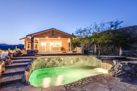 TRANQUIL LUXURIOUS, HILLTOP SPA HOME - Morongo Valley
