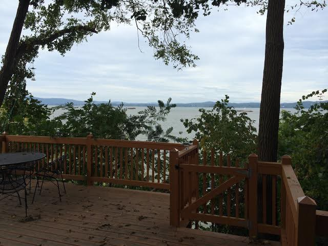 quirky little house on the hudson - Haverstraw - บ้าน