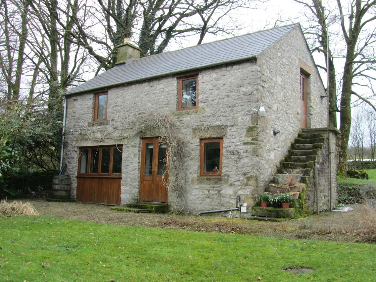 last cottages sheep snaptrip minute rent in peak off up district to