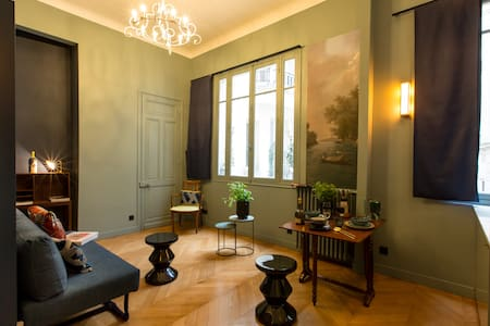 Your Parisian Suite in a Hotel Particulier!*****